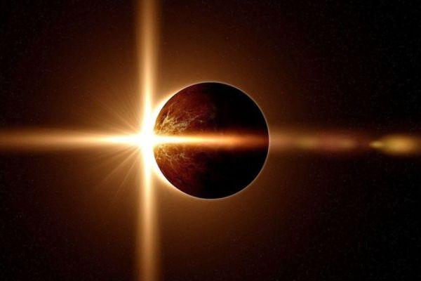 Солнечное затмение: Землю накрыло удивительно явление. Первые кадры