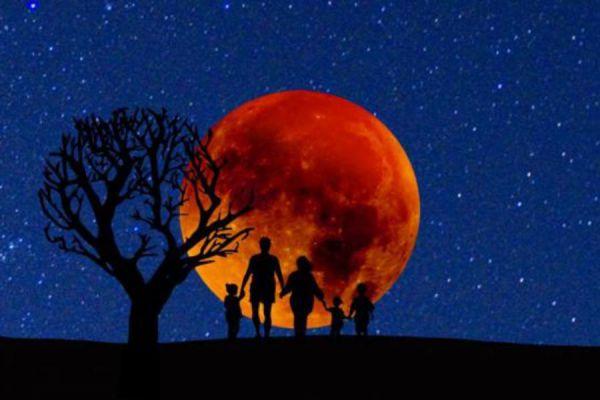 """Надвигается затмение века: названа дата восхода """"кровавой луны"""""""