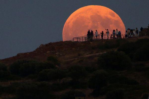 Лунное затмение, - видео