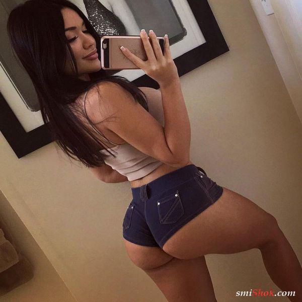 Девушки в джинсовых шортиках (21 фото)