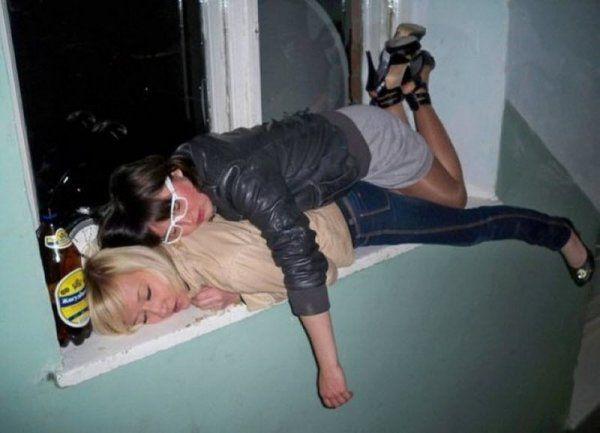 Девушки развлекаются, выпуск алко приколов (28 фото)