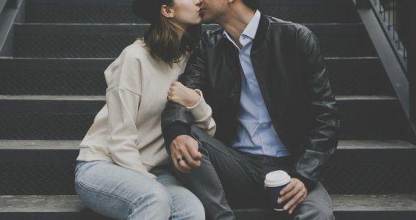 Почему в первых отношениях девушек чаще всего используют