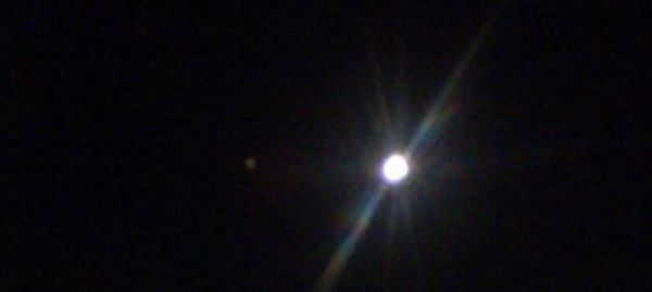 Объект возле луны