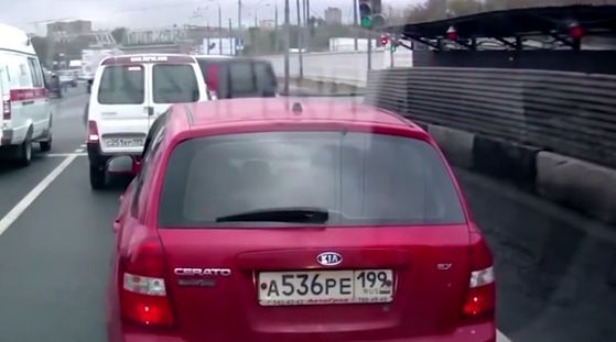 Странные маневры на дороге