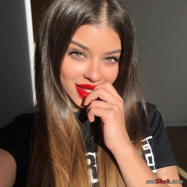 Красные губы — всегда приятный штрих для шикарных женщин (25 фото)